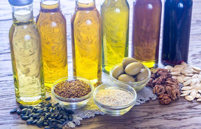 Bouteilles contenant différentes sortes d'huile végétale