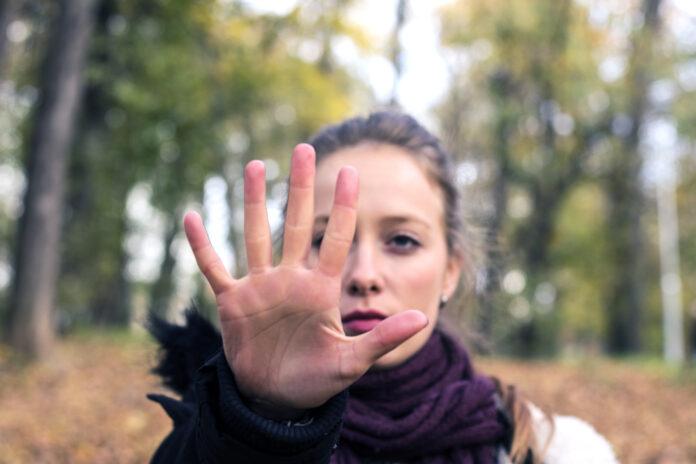 Geste d'arrêt, Femmes, Stop - Mot unique, Autodéfense, Une seule femme