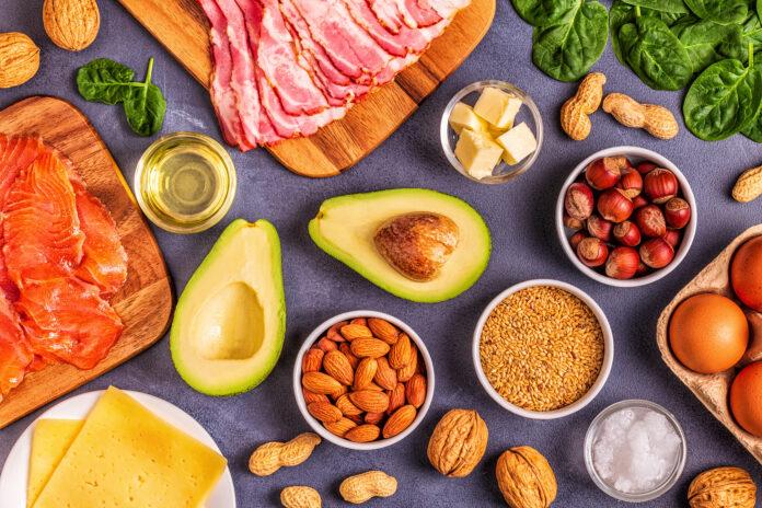 Keto, dieta cetogénica, baja en carbohidratos, fondo de comida saludable, vista superior.