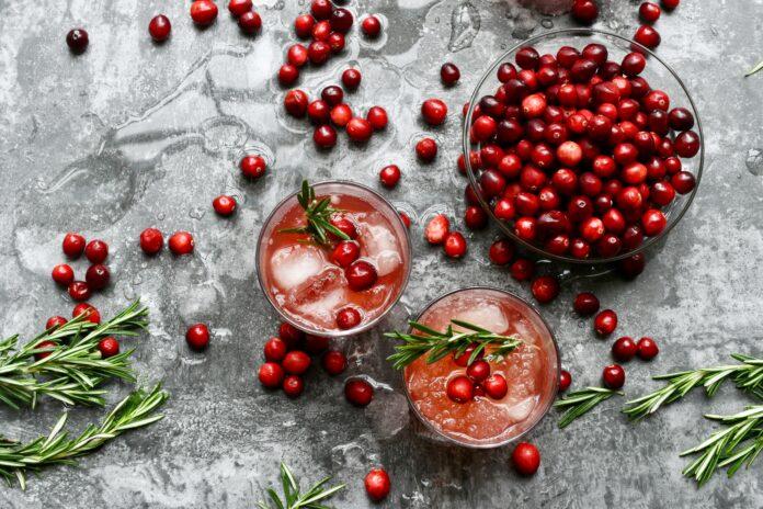 Cranberry-Getränke auf dem Tresen
